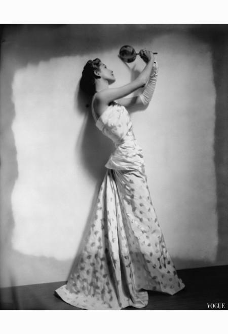 cecil-beaton-vogue-april-1948-model-gazing-in-hand-mirror