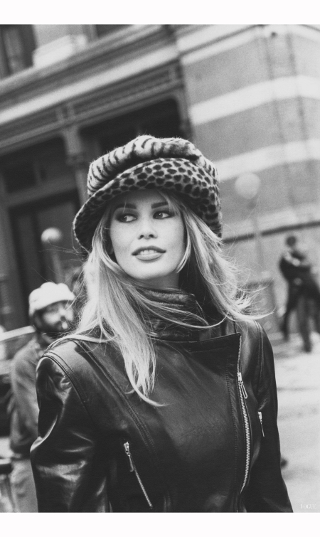 claudia-schiffer-vogue-july-1992-arthur-elgort