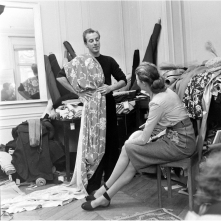 designer-jacques-fath-draping-fabric-on-himself-to-help-determine-his-selections-1951-nina-leen-b