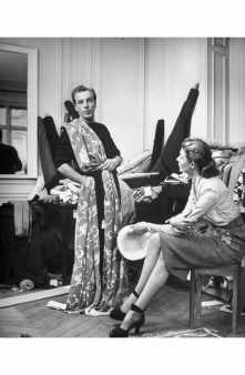 designer-jacques-fath-draping-fabric-on-himself-to-help-determine-his-selections-1951-nina-leen