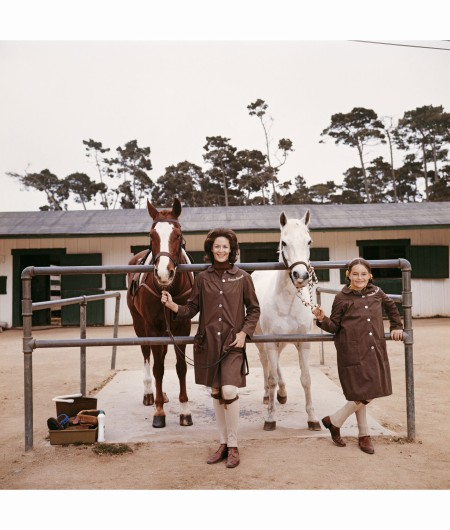 dobbie-coleman-bassett-daughter-of-the-duchess-of-manchester-at-the-stables-with-her-daughter-caroline-pebble-beach-california-1976