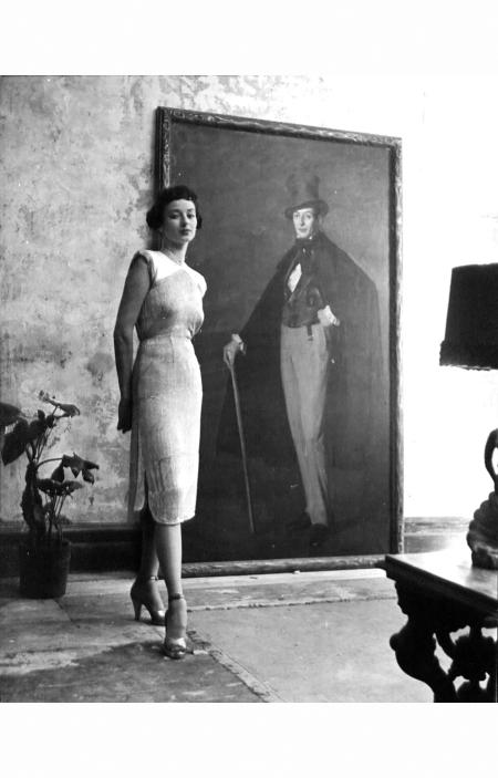 dorian-leighyinge-new-model-agencies-1946-a-view-of-a-harper-and-vogue-model-in-designer-clothe-nina-leen