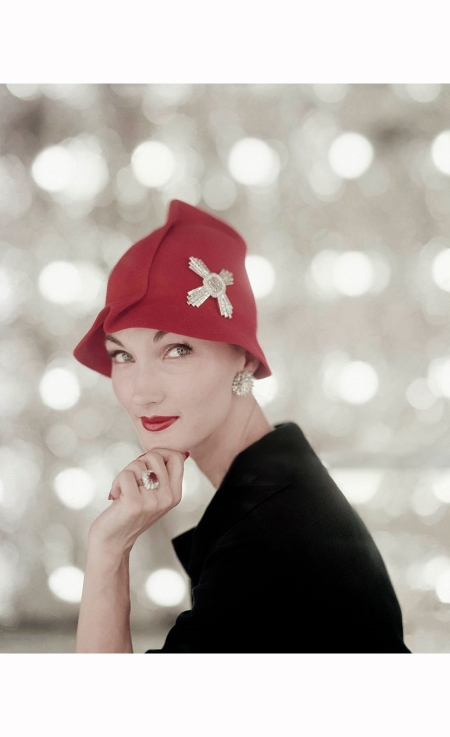 evelyn-tripp-february-1956-red-felt-hat-with-diamond-maltese-cross-diamond-earrings-and-diamond-and-ruby-ring-by-harry-winston-karen-radkai-b