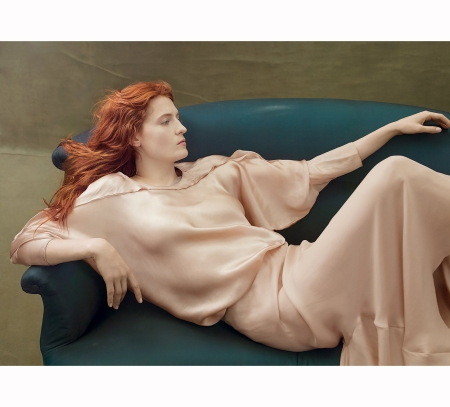 florence-wellch-%22fire-starter%22-vogue-aug-2014-annie-leibovitz