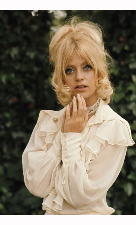goldie-hawn-in-london-for-filming-theres-a-girl-in-my-soup-with-peter-sellers-1970-terry-oneill