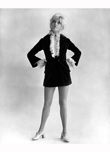 goldie-hawn-pictured-in-a-mod-look-from-1969