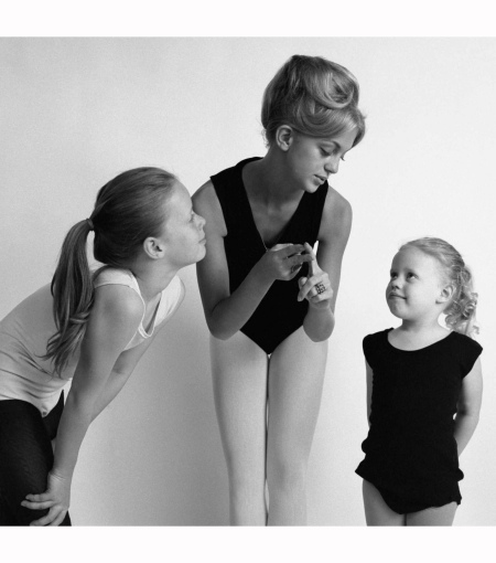 goldie-instructs-two-of-her-young-ballet-students-in-arlington-virginia-1966-joseph-kipple