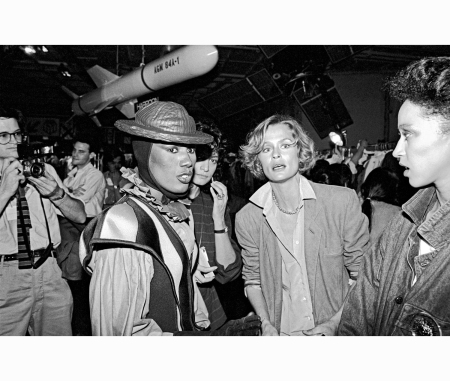grace-jones-with-models-lauren-hutton-and-pat-cleveland-at-the-issey-miyake-spring-collection-fashion-show-at-the-uss-intrepid-air-and-space-museum-in-1982