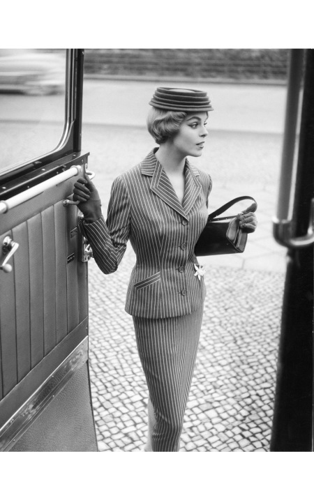 grit-hubscher-in-reisegarderobe-modell-staebe-seger-1955-photo-f-c-gundlach