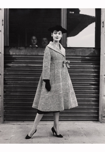 joan-whelan-wearing-coat-of-simonetta-italy-1955