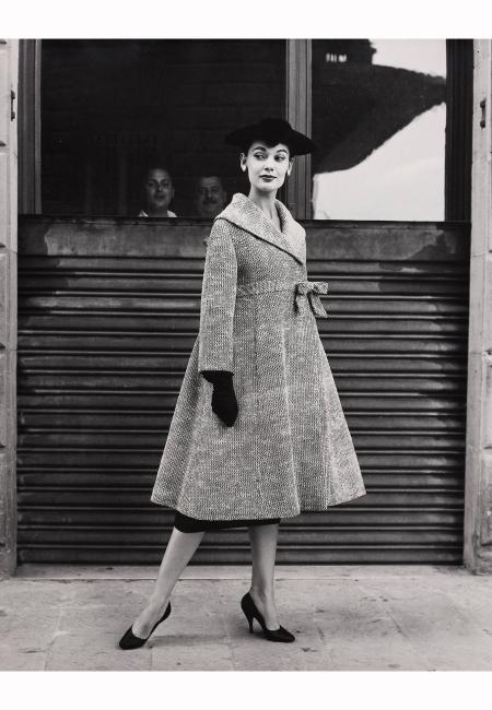 joan-whelan-wearing-coat-of-simonetta-italy-1955