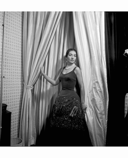maria-callas-photographed-by-cecil-beaton-in-1957-wearing-diamond-and-pearl-pendent-earrings
