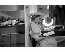 model-glamour-fashion-shot-1952-eliot-elisofon-bg