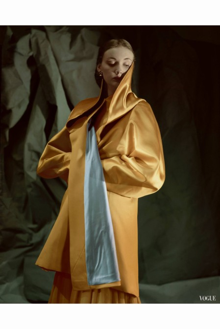 model-in-evening-coat-of-yellow-satin-back-silk-faille-lined-with-pale-blue-silk-duchesse-satin-vogue-aug-1947-john-rawlings