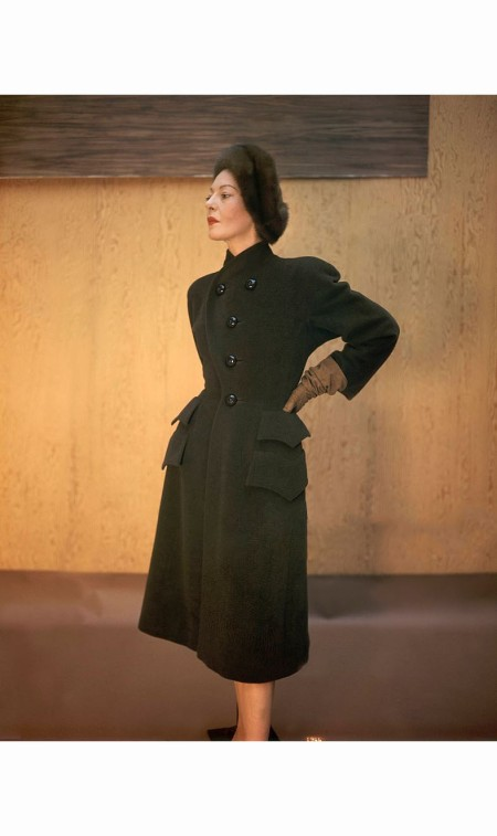 model-wearing-earth-brown-colored-fleece-coat-by-hattie-carnegie-john-rawlings