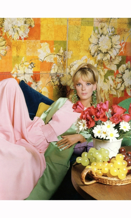 nena-von-schlebrugge-in-pink-crepe-jumpsuit-with-pistachio-green-satin-housecoat-by-scaasi-vogue-november-15-1964-horst-p-horst