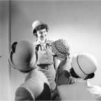 short-hair-off-the-face-hats-19460