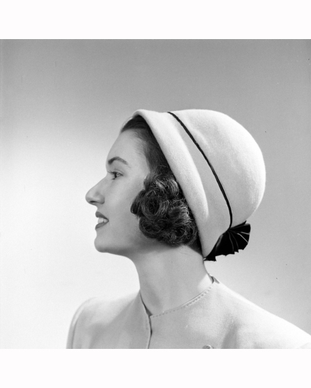 short-hair-off-the-face-hats-19463