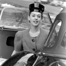tippi-hedren-fashion-wide-shoulder-look-1959-nina-leen-b