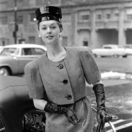 tippi-hedren-fashion-wide-shoulder-look-1959-nina-leen-d
