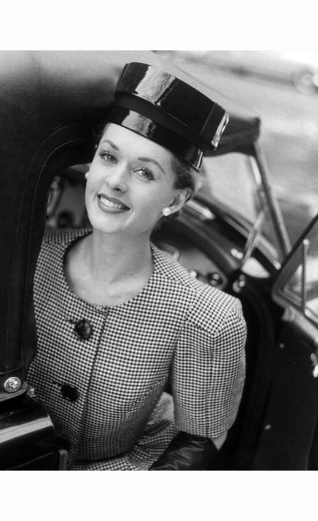 tippi-hedren-fashion-wide-shoulder-look-1959-nina-leen