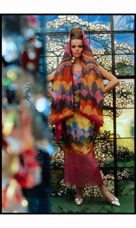 veruschka-models-dress-by-pauline-trigere-for-vogue-1965-gordon-parks