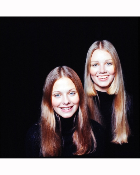 17-year-old-swedish-models-irja-eckerbrant-left-and-pia-buggert-life-magazine-cover-november-13-1970-co-rentmeester-two-models-from-the-ford-modeling-agency-1970