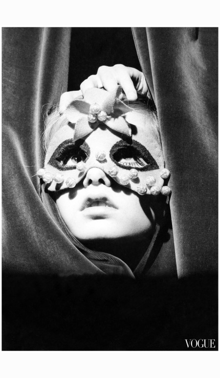 a-young-twiggy-wearing-a-mask-and-peeking-through-the-curtains-of-the-paris-shop-torrente-1967-condc3a8-nast-archive
