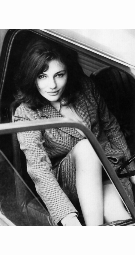 actress-jacqueline-bissett-in-her-mini-cooper-photo-by-john-cowan-london-june-1964