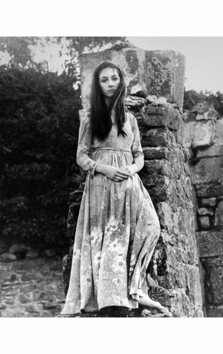 angelica-huston-at-age-16-in-ireland-1968-eve-arnold