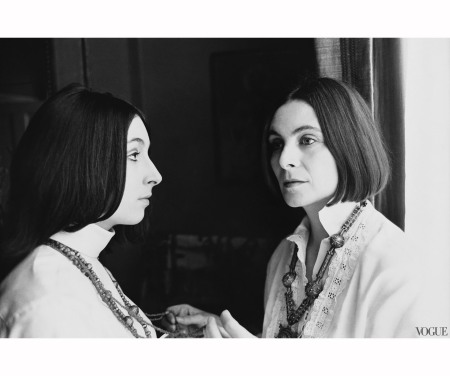 anjelica-huston-photographed-by-arnaud-de-rosnay-vogue-october-11968