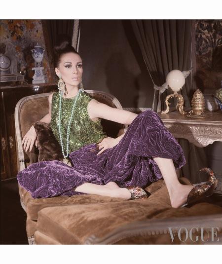 at-home-fashions-man-adore-birgitta-af-klercker-wilhelmina-astrid-heeren-and-marisa-berenson-by-horst-horst-p-horst-vogue-november-1965