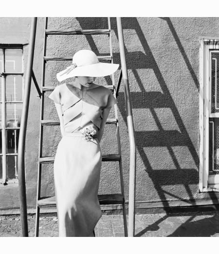 genevieve-naylor-modeling-linen-summer-dress-1949-genevieve-naylor