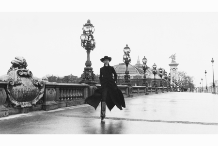 chantal-dumont-striding-across-the-alexandre-iii-bridge-in-a-moment-that-represents-classic-paris-by-the-1960-ewa-rudling-getty-images-conde-nast-collection