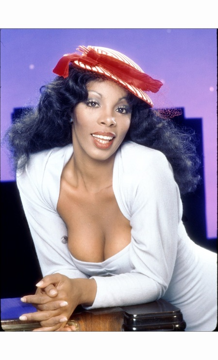 donna-summer-poses-for-an-album-cover-session-on-may-16-1978-b