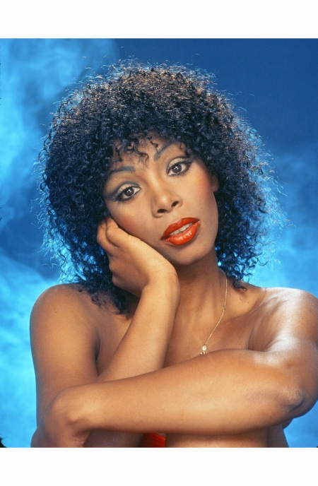 donna-summer-poses-for-an-photo-session-in-the-mid-1980s-in-los-angeles-californ