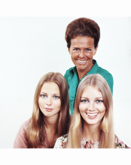 eileen-ford-with-two-models-ford-agency-1970-co-rentmeester
