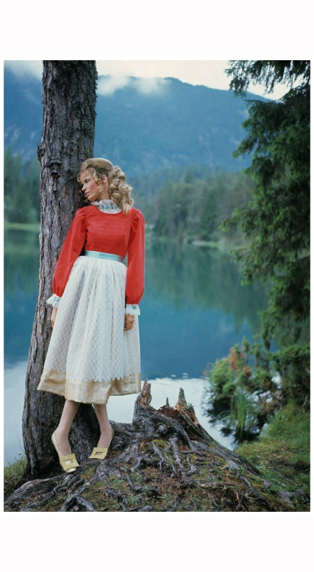 field-of-the-tyrol-veruschka-in-the-tyrol-franco-rubartelli-vogue-october-15-1967
