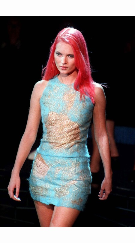 kate-moss-at-versace-1999-ap