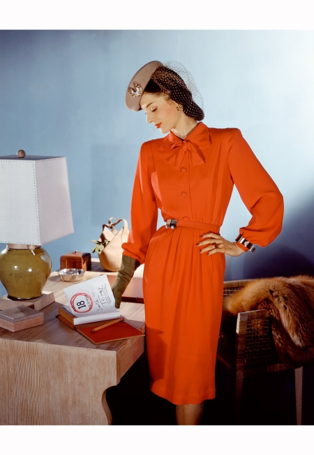 model-in-red-silk-crepe-dress-with-veiled-honey-beige-ha-vogue-march-1943-john-rawlings-vogue-march-1943
