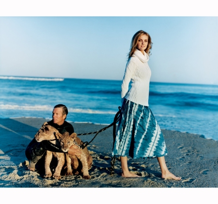 n-long-island-sound-model-caroline-trentini-and-surfer-chris-clarke-channel-photographer-peter-beard-and-his-former-wife-cheryl-tiegs-vogue-december-2006-arthur-elgort