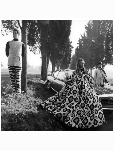 p-veruschka-wearing-large-leopard-print-pajama-gown-standing-next-to-a-fiat-dino-with-max-brunell-left-and-carlo-ortiz-right-franco-rubartelli-1969-condc3a9-nast-archive