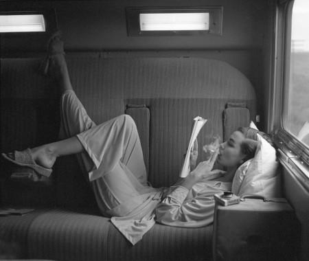southwest-passage-sunset-pink-model-unknown-pajamas-by-kicker-nick-1951-lillian-bassman