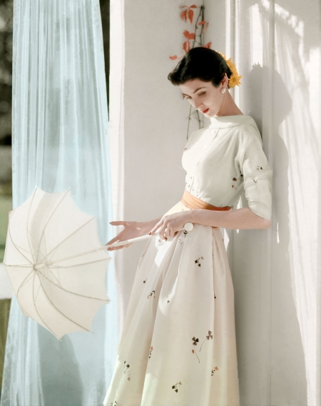 this-image-shot-by-horst-in-1953-is-a-wonderful-example-of-his-stunning-work-in-color