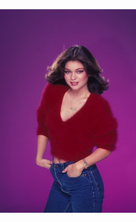valerie-bertinelli-poses-for-an-photo-session-on-june-22-1985-in-los-angeles-california-harry-langdon