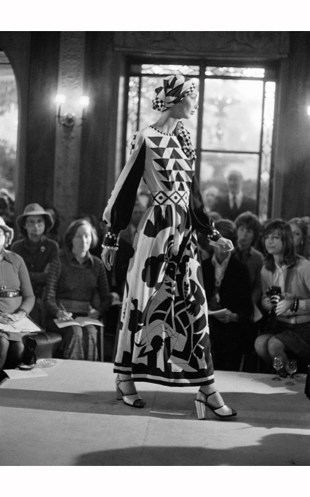 a-chloe-fashion-show-rachmaninoff-dress-lagerfeld-1972-jean-luce-hure