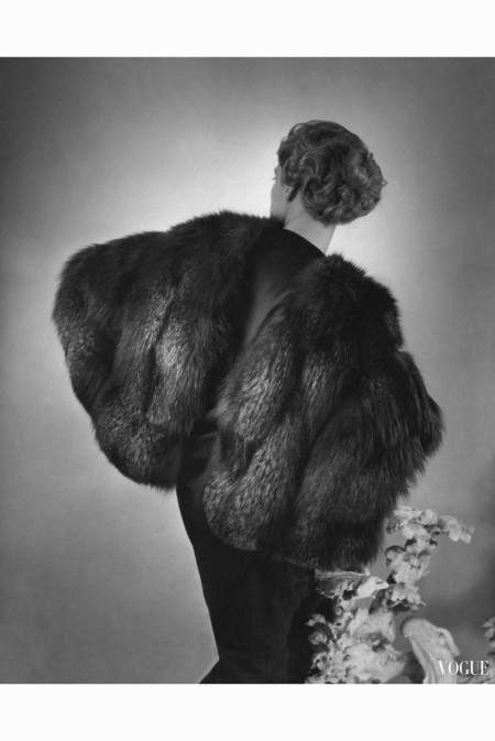 agneta-fischer-wearing-silver-fox-cape-and-dress-by-augustabernard-seen-from-the-back-hair-by-emile-horst-p-horst-vogue-august-1934