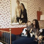alexander-and-mother-diane-von-furstenberg-at-home-in-their-manhattan-apartment-circa-april-1971-vogue-1972-horst-p-horst