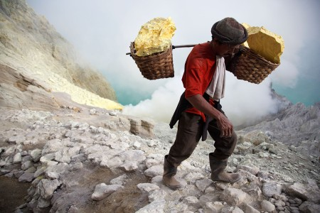 asia_indonesia_kawah_ijen_sulfur_work_labour_java