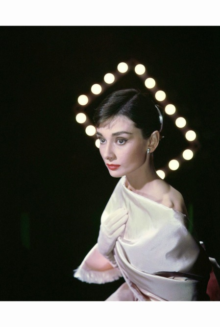 audrey-hepburn-photographed-by-allan-grant-for-life-magazine-in-new-york-usa-on-march-08-1956